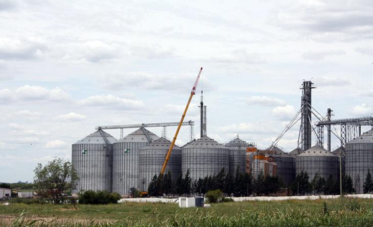 Salomón Grúas en el montaje de plantas de silos